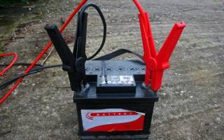 Как зарядить необслуживаемый аккумулятор автомобиля в домашних условиях: подготовка, расчет пределов по параметрам тока и напряжения, сколько времени заряжать и как правильно обслуживать